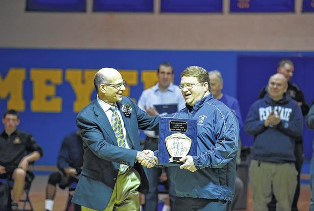 Meyers inducts Geiger, Ellis to wrestling hall of fame