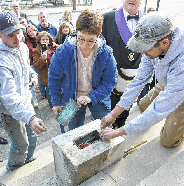 Daughters of the American Revolution open time capsule from 1922