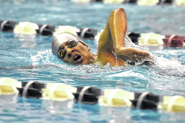 how to swim a 500 yard freestyle in a competitive race