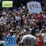 Ichiro Suzuki reaches 3,000 major league hits