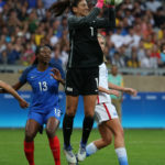 Hope Solo reaches milestone as US blanks France